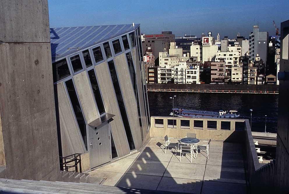 屋上階段.JPG