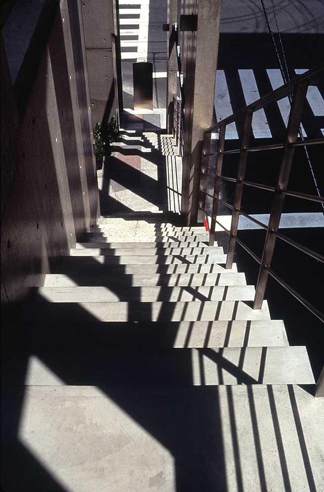 外部階段見下げ.JPG