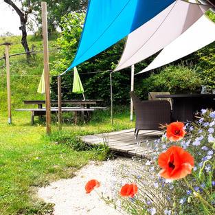 Une tarrasse ombragée plein sud pour les petits-déjeuners au soleil