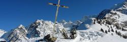 Raquettes à neige et Croix Leat Belledonne