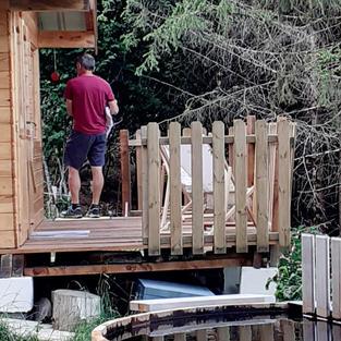 Petite cabane dans les bois et son bain nordique
