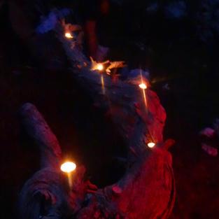Ambiance chaleureuse à la lueur des bougies