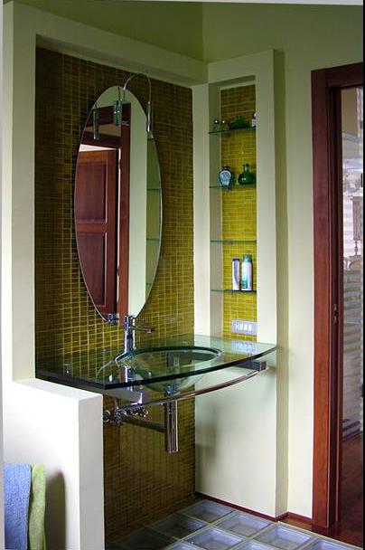 mosaico e lavabo in vetro