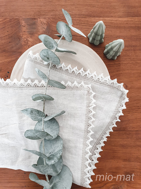 Linen napkins with lace - set of 3