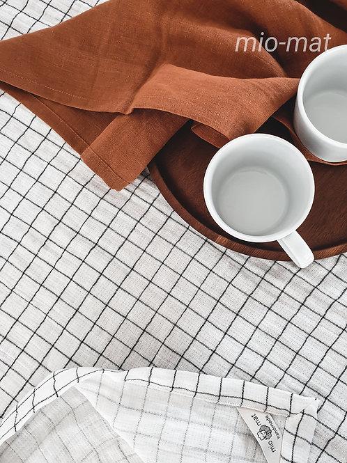 Tablecloth - white/black plaid