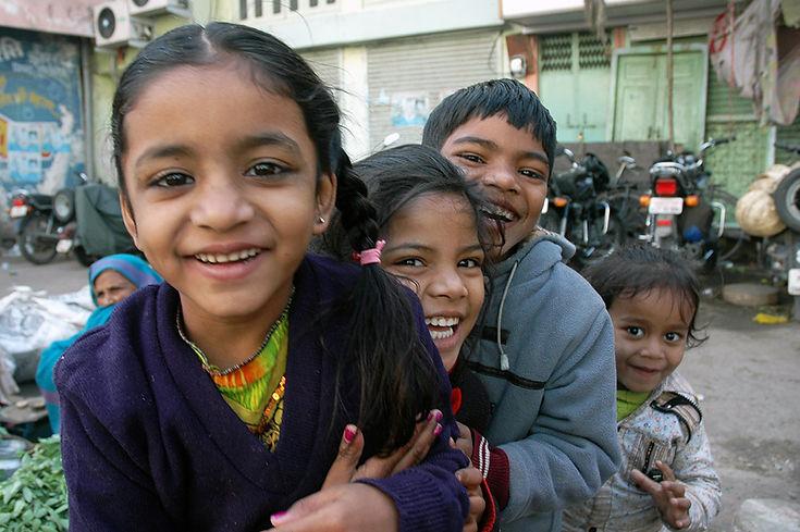 11  Children in Market - New Delhi, Delhi   © Louis Divine 2017