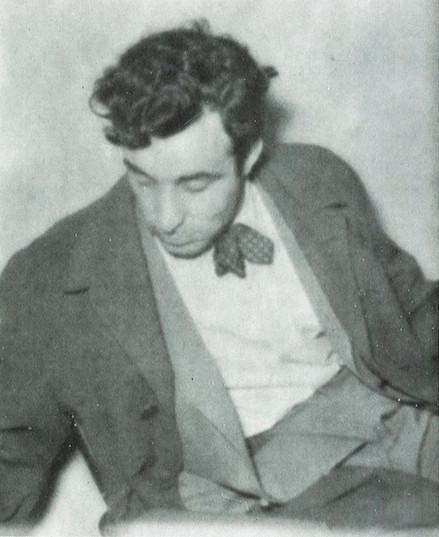 """Vedat Dalokay'ın gençlik fotoğrafı. Kaynak: """"Bir Mimar: Vedat Dalokay"""", Mimarlık, 245, 1991(02), 34."""