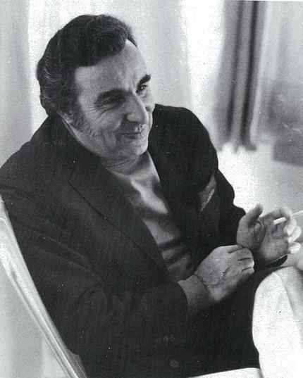 1970'lı yıllarda Vedat Dalokay. Kaynak: Arredamento Dekorasyon, 27, 1991(6), 127.