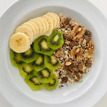Kokosyoghurt m. müsli og frugt