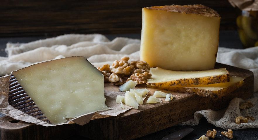 Espanjalaiset juustot, kuten Manchego