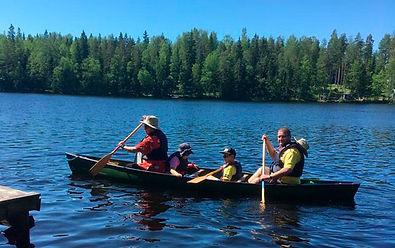 Koko perheen yhteinen melontaretki kanootilla