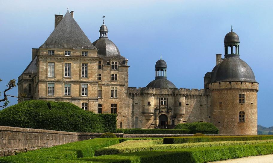 Château-de-Hautefort.jpg