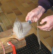 Combing fleece to form rovings
