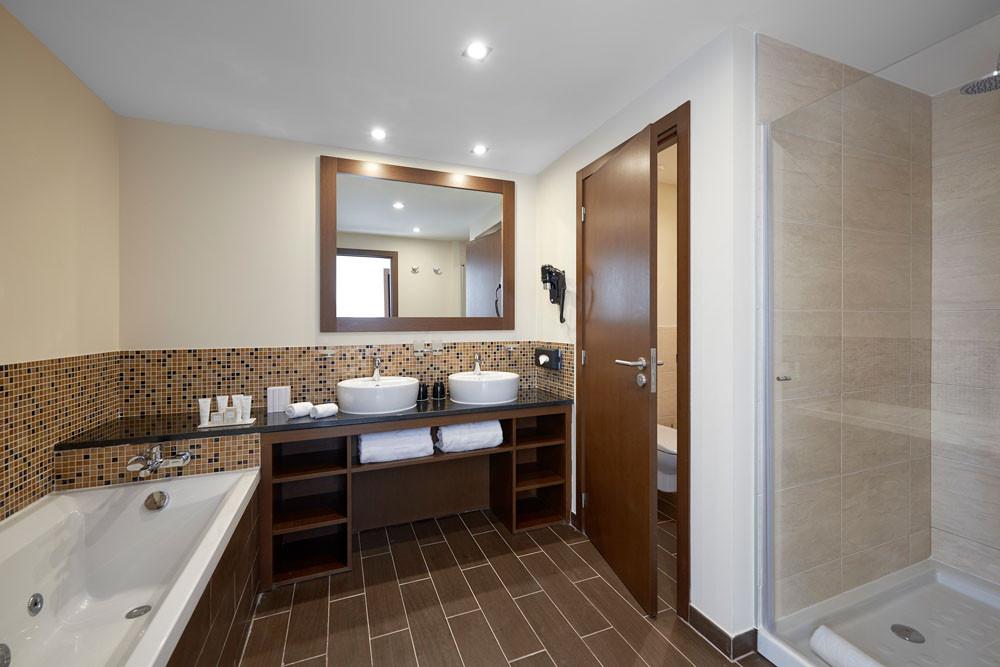 Melia Llana Junior Suite Bathroom