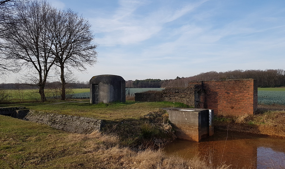 Sluisbunker op de anti-tankgracht in Stabroek