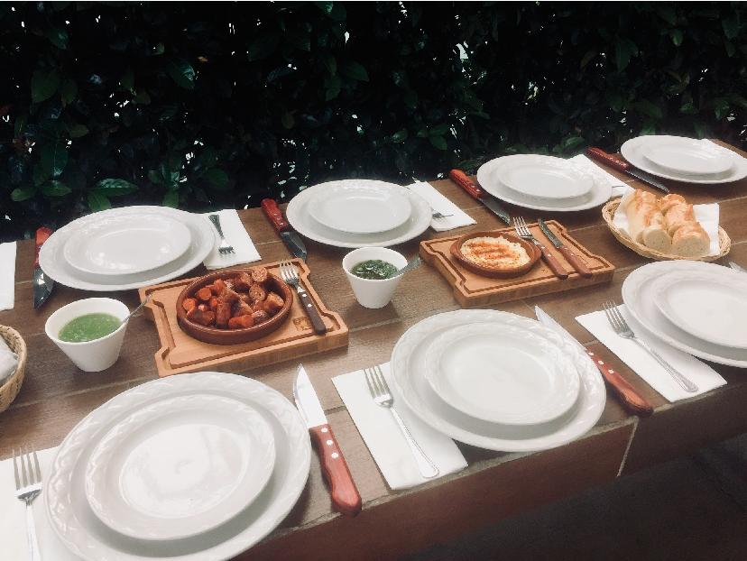 montaje-mesa-La-Enramada