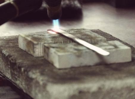 Como se faz uma joia (ou o que faz um ourives?)