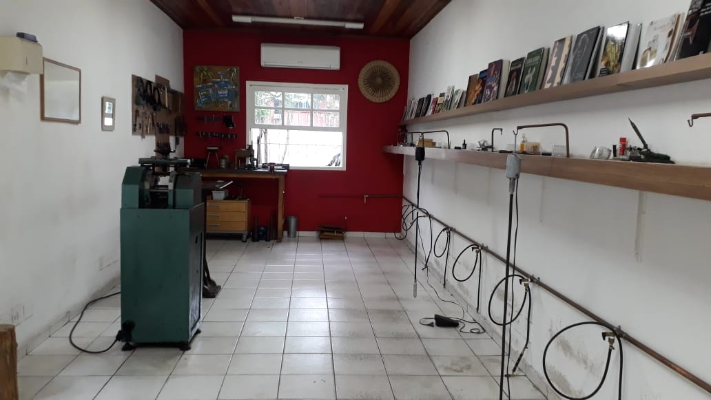 Nossa oficina vazia, sem as bancadas de trabalho...