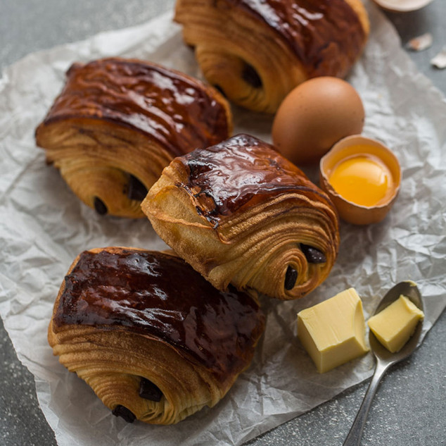 PAIN AU CHOCOLAT natural milky aroma, crispy skin, soft inside, rich chocolate flavor.