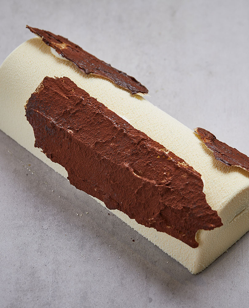 Bûche Lemon Snow The Bûche Lemon Snow made with Lemon, kumquat & vanilla will fill you with sweet and tangy freshness.