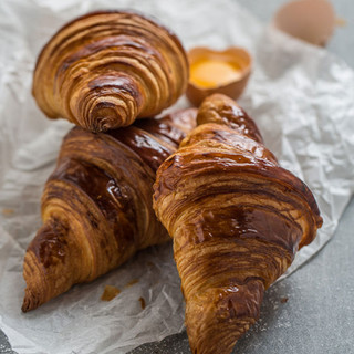 CROISSANT natural milky aroma, crispy skin and soft inside.