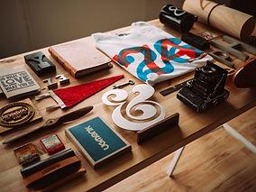 店舗販促物、名刺、ロゴ、看板、チラシ、リーフレットなどおしゃれなグラフィックデザインもご提案します。