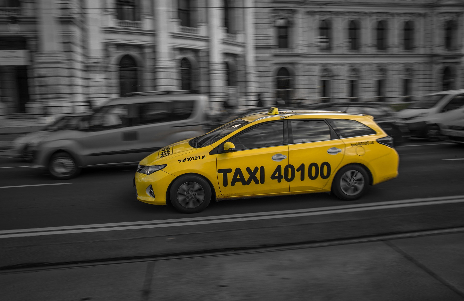 Taxi_RudyPeterSkitteriansPixabay.jpg