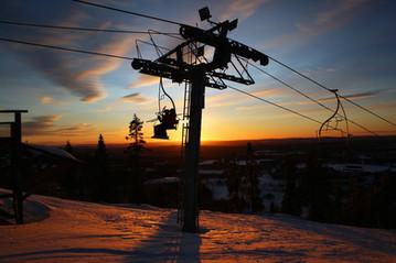 ski-lift-TomasNilssonPixabay.jpg