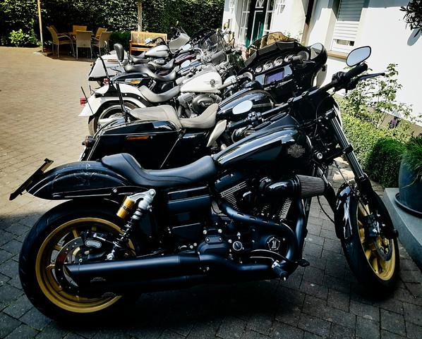 Mopeds_in_Reihe.jpg