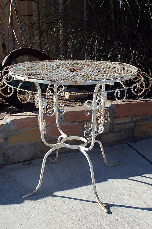 """Eiryn"" White Metal Table"