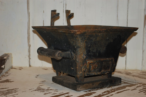 cast iron, black, grill, serving, display