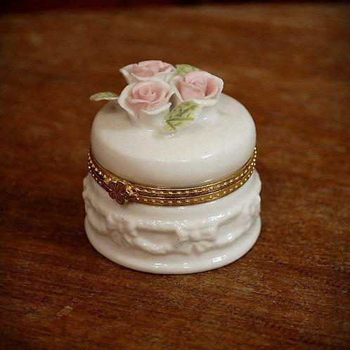 ring box, porcelain, keepsake, decor, wedding, rental
