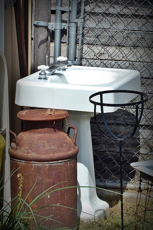 pedistal sink, porcelain, white, serving