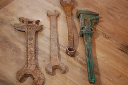 hand tools, rusty, metal, decor, groom, rental