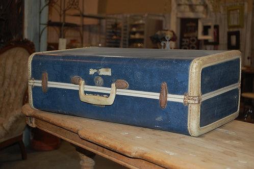 Med.Blue w/wh.trim Suitcase