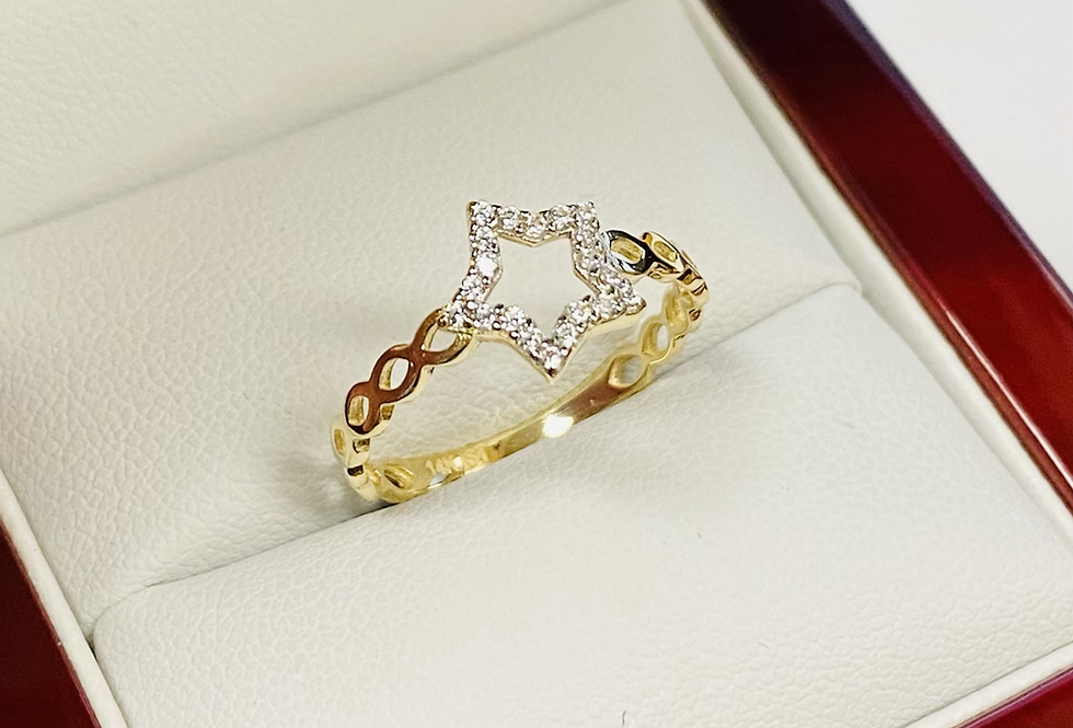 Split Band CZ Star Ring In 14K Yellow Gold