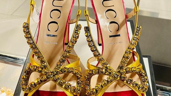 New Gucci Rhinestone Ribbon Pink Velvet High Heel (Size 11)