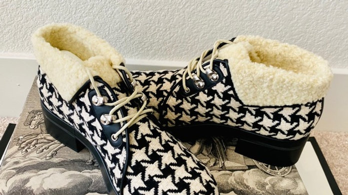 New Shearling Houndstooth Lace Up Ankle Boots (Size 39)