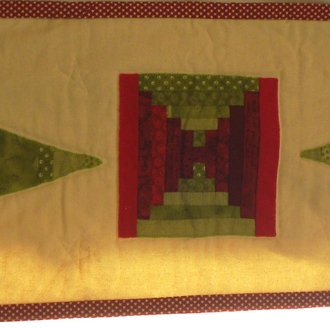 21.Christmas Table Runner - Ann Moger