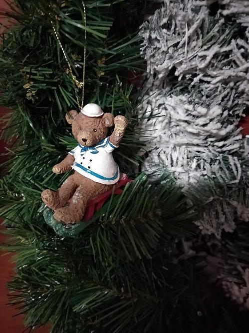 Κρεμαστό χριστουγεννιάτικο στολίδι αρκουδάκι σε έλκυθρο κωδ:L641