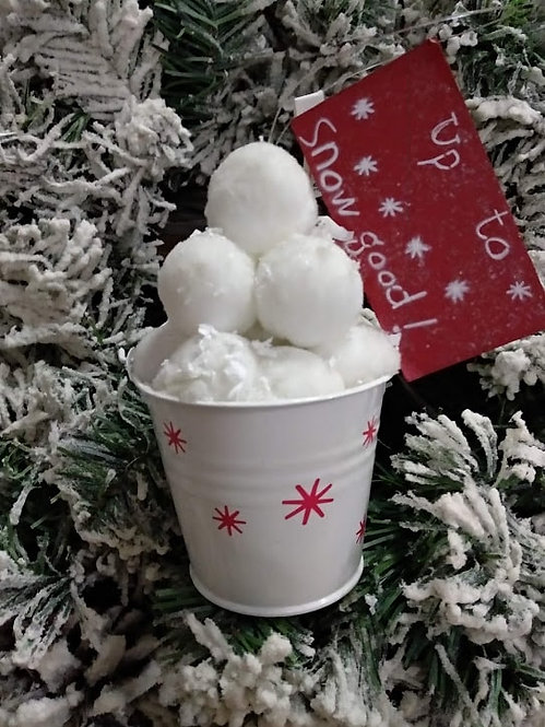 Κρεμαστό μεταλλικό κουβαδάκι λευκό με χιονόμπαλες κωδ:L656