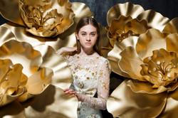 Большие золотые цветы для фотосессии