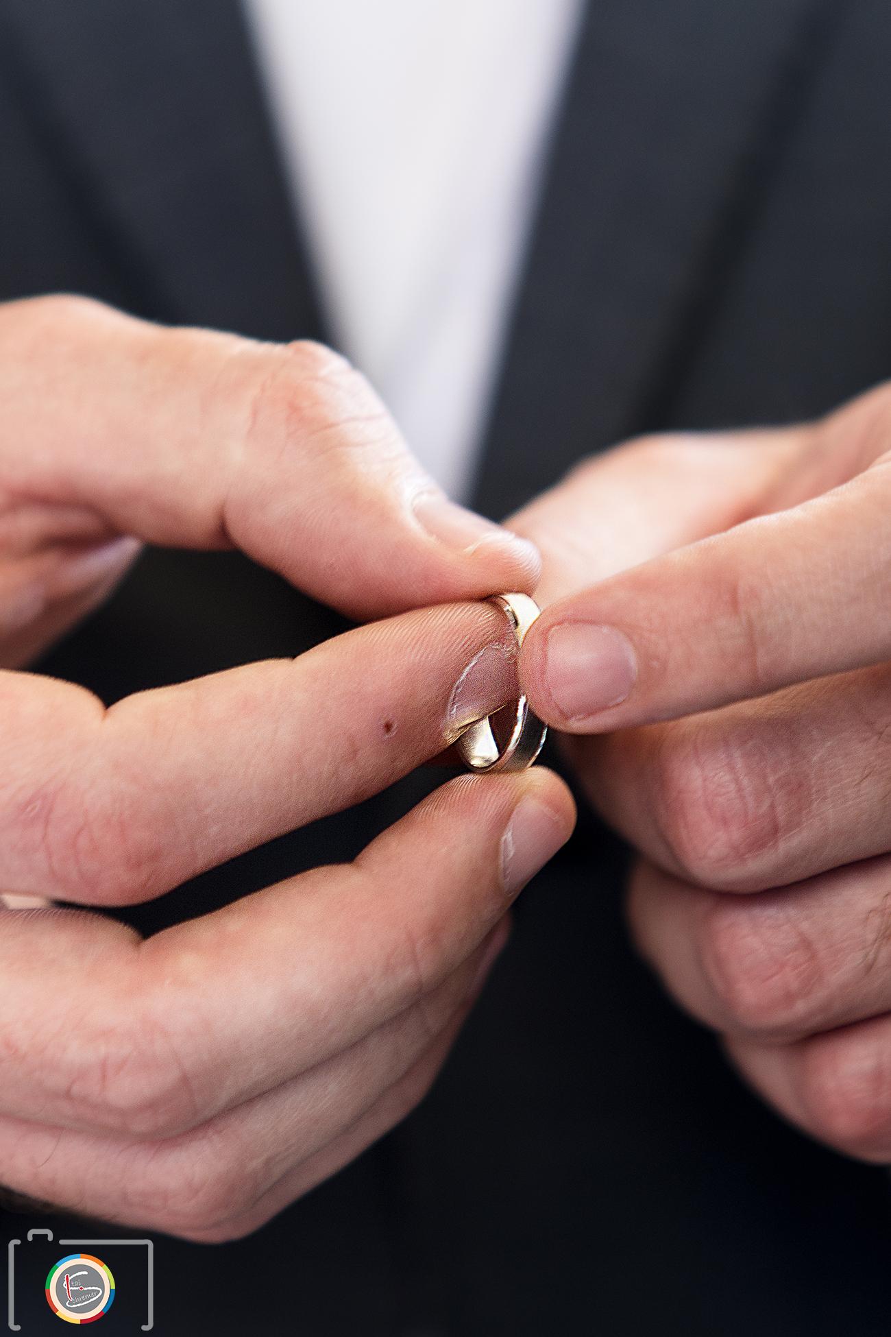 מקודשת בטבעת זו