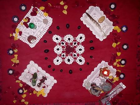 altar tente rouge.jpg