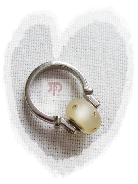 Bague perle beige écru