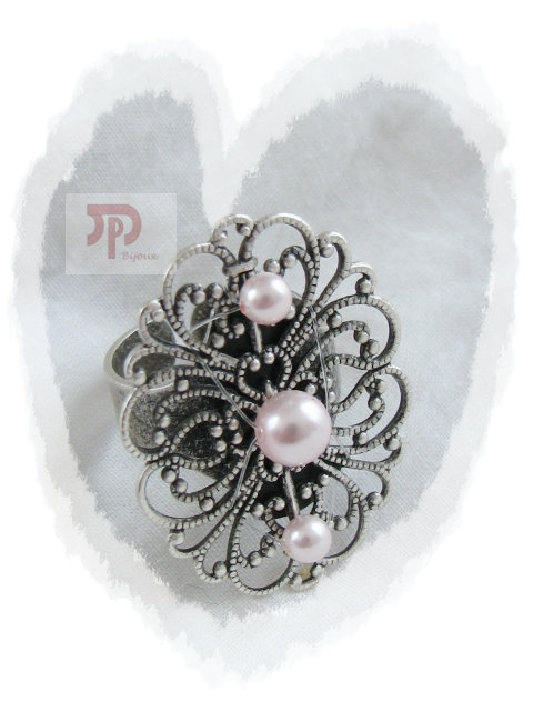 Bague estampe perles rose pâle