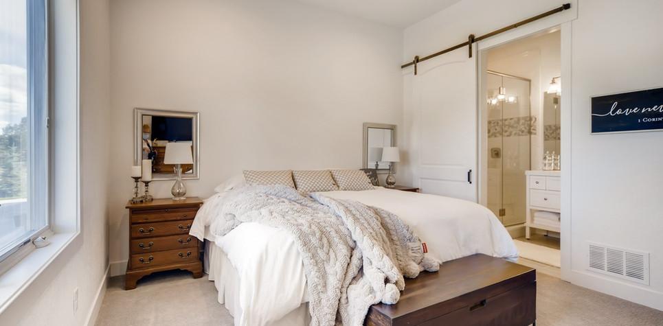 34 Bedroom 1596912374927 (piney).jpg