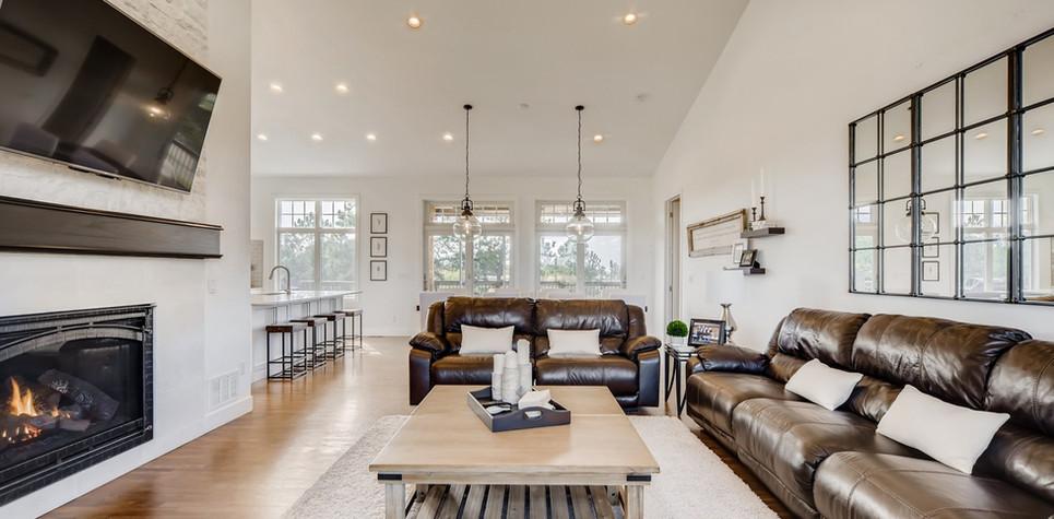 09 Living Room 1596912363153 (piney).jpg