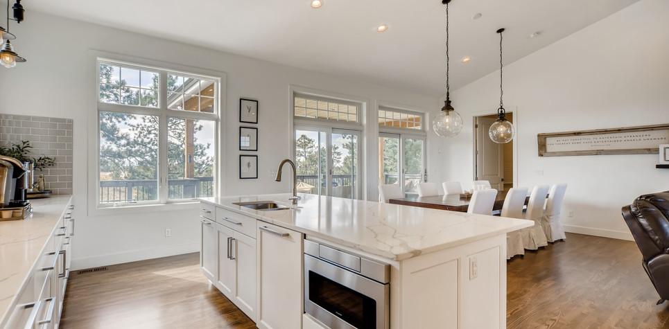18 Kitchen 1596912363216 (piney).jpg