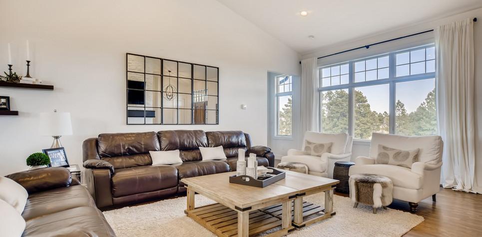 06 Living Room (piney).jpg
